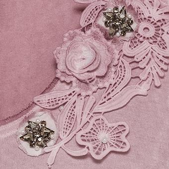 Top im Floral-Design, rosenholz