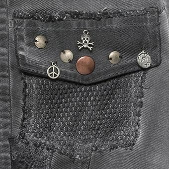 Jeansjacke mit Applikationen und Ösen, magnet