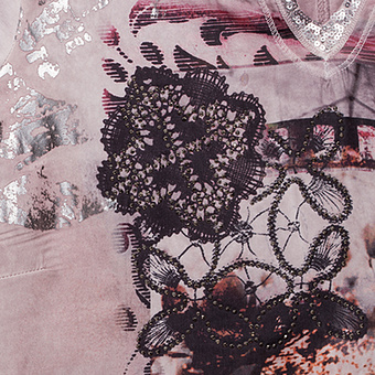 Blusenshirt mit Alloverprint-Front, malve