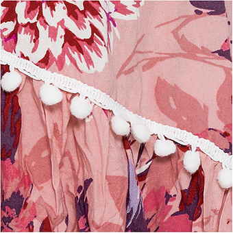 Kleid mit Häkelspitze, rosenholz